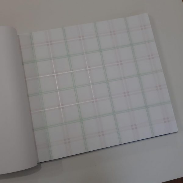 photo ۲۰۱۹ ۰۶ ۱۶ ۲۰ ۱۵ ۰۷ 600x600 - کاغذ دیواری اتاق کودک طرح چهارخونه کد BQ271101